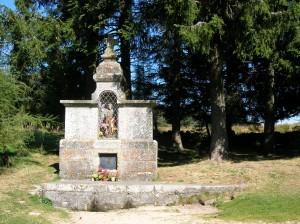 La fontaine saint roch strada - Jardin sauvage st roch l achigan colombes ...