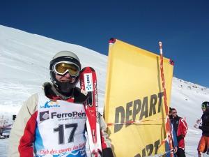 Au championnat de France de ski alpin 2011, Ludovic Michel, sans bâton, finit 43è