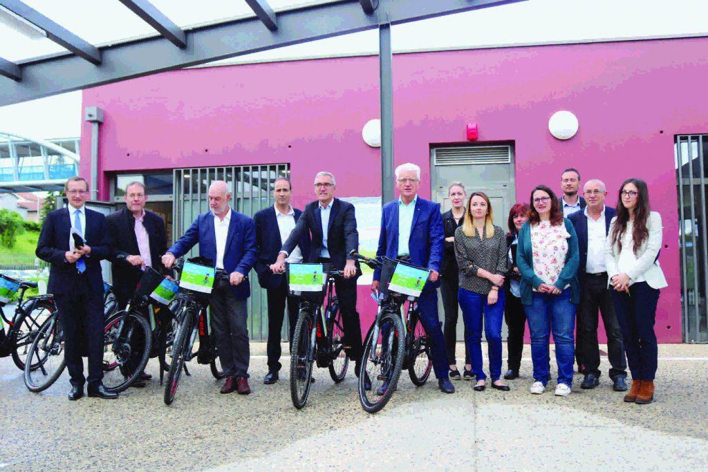 Les élus de l'agglomération du puy en velay à vélo.
